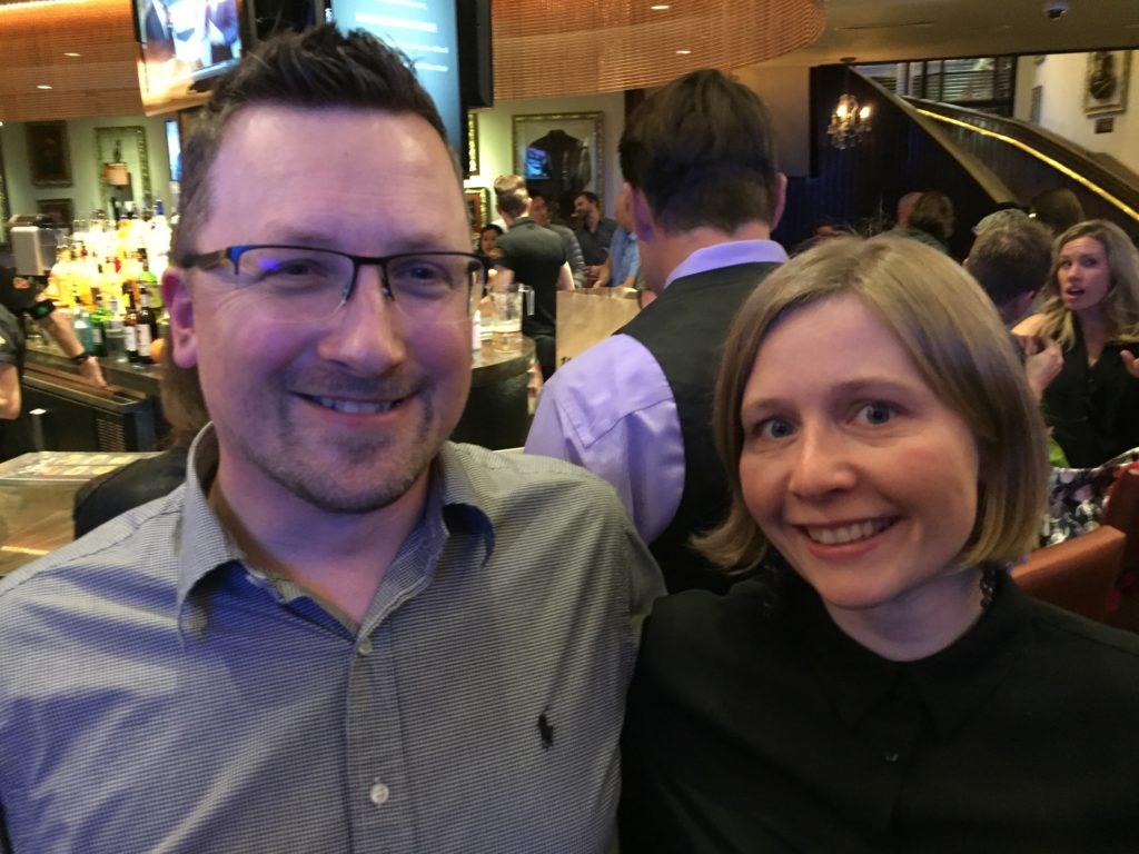Fikk gode råd fra Chris Garrett om produktutvikling av en ny tjeneste - og her er vi på fest på Hard Rock Café.