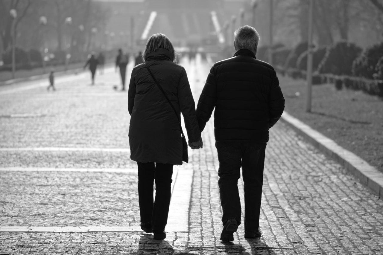 par holde i hånd