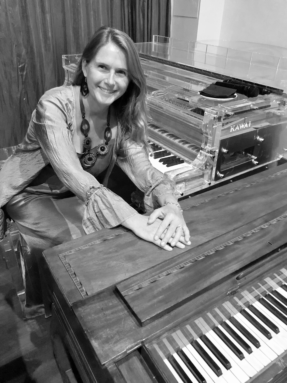 Anneka behind the PianoEasy program